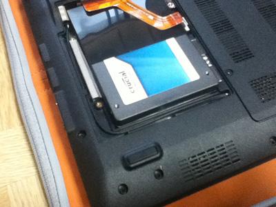 Crucial m4 64GBのファームウェア 0009